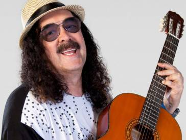 Morre o cantor e compositor Moraes Moreira, aos 72 anos, no Rio de Janeiro